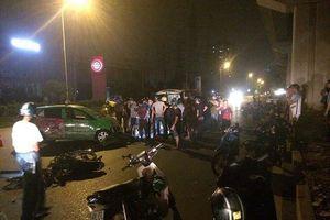Xe máy đối đầu xe taxi, 2 thanh niên nguy kịch
