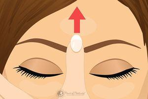 Day vào trán có thực sự chữa được đau đầu?