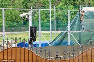 Đến Nga dự World Cup, đội tuyển Anh dựng hàng rào như trại lính