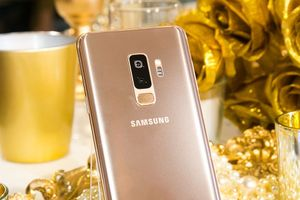 Samsung giới thiệu Galaxy S9+ phiên bản hoàng kim tại Việt Nam, giá 24,49 triệu đồng