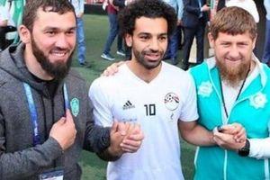 SỐC: Mo Salah bắt tay với lãnh đạo bị cáo buộc tội ác chiến tranh