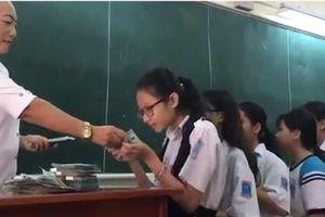 Nhiều tranh cãi trong việc giáo viên thưởng tiền đối với học sinh đạt điểm cao