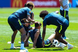 Neymar 'chơi khăm' Coutinho trong ngày sinh nhật nhớ đời