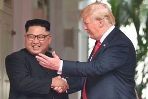 Hình ảnh ông Kim Jong-un lần đầu bước ra chính trường thế giới