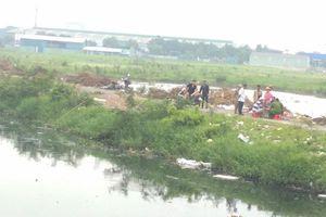 TPHCM: Hoảng hồn phát hiện thi thể người đàn ông nổi trên kênh Tham Lương