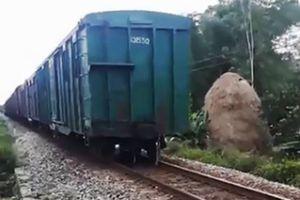 Quảng Nam: Tàu chở hàng bị đứt toa khi đang lưu thông