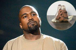 Kanye West tung bộ ảnh 18+ quảng cáo giày mới
