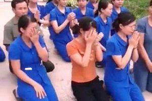 Có nhất thiết hàng chục giáo viên phải quỳ gối?