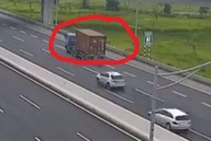 Container chạy lùi trên cao tốc Hà Nội- Hải Phòng