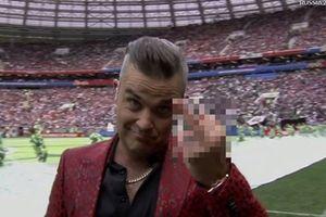 Hành động khó hiểu của Robbie Williams tại Lễ khai mạc World Cup 2018