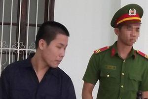 Bé gái 8 tuổi bị gã thanh niên hiếp dâm trong nhà vệ sinh của chùa