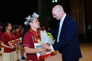 Nam sinh Việt đạt 119/120 điểm TOEFL iBT