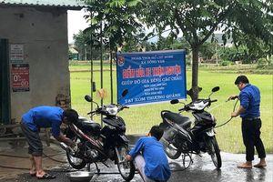 Thanh niên rửa xe gây quỹ giúp đỡ 3 anh em mồ côi mẹ