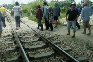Hai người bị tàu hỏa tông tử vong khi băng qua đường ray