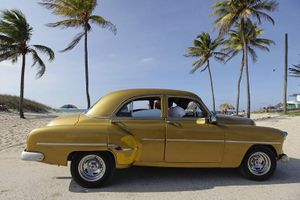 Vẻ đẹp hớp hồn của các xe ô tô cổ trên các góc phố nẻo đường Cuba