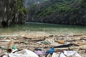 Vịnh Hạ Long: 200 mét bờ biển nhặt được gần tấn rác