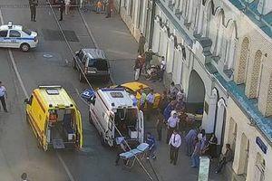 Taxi lao vào đám đông ở Moscow, 8 cổ động viên nhập viện