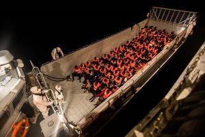 Tàu Aquarius chở 630 người di cư cập cảng Tây Ban Nha