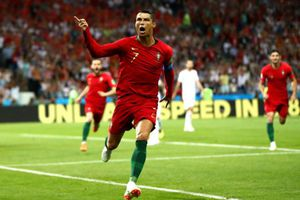 Ronaldo thăng hoa, Messi hoa mắt?