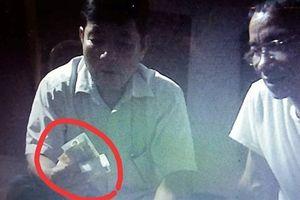 Tố Trưởng Công an xã đánh bài ăn tiền: 'Không thấy tiền'