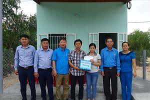 Bàn giao 2 nhà Mái ấm CĐ cho đoàn viên từ hỗ trợ của Quỹ XHTT Tấm lòng vàng