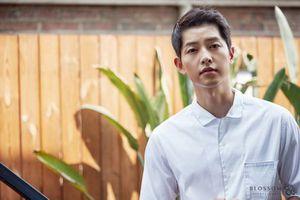 Song Joong Ki cuối cùng đã tái xuất sau chuỗi ngày chìm đắm trong hạnh phúc rồi