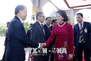 Phó Chủ tịch nước Đặng Thị Ngọc Thịnh bắt đầu thăm chính thức Lào