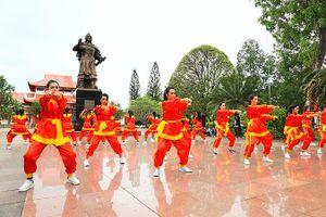 30 bóng hồng 'nhập môn' võ Tây Sơn