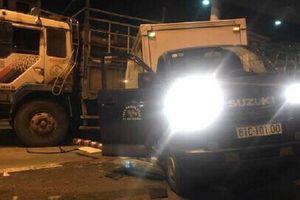 Dừng mua vé ở trạm BOT, xe tải bị húc bay từ phía sau