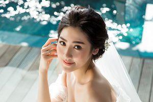 Chuyện showbiz: Á hậu Tú Anh gợi cảm trong ảnh cưới với chồng 9x