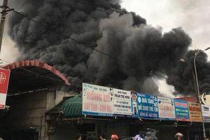 Cháy chợ 1.000 m2: Tiểu thương bức xúc vì bình chữa cháy vô dụng