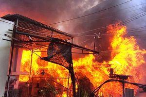 Cãi vã sau cuộc nhậu, chồng đốt nhà để dằn mặt vợ
