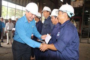 Chủ tịch Tổng LĐLĐ VN thăm, trao quà cho công nhân Công ty CP Đường Kon Tum