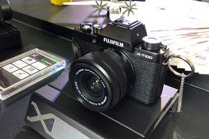 Fujifilm ra mắt máy ảnh X-T100 hoài cổ, màn hình xoay lật