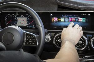 Giao diện hệ thống thông tin giải trí ô tô ngày càng giống điện thoại thông minh