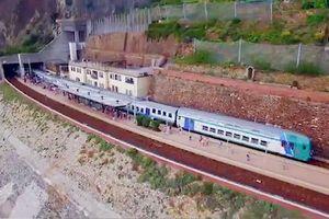 Tuyến đường sắt dài 44 km sát mép bờ biển Italia