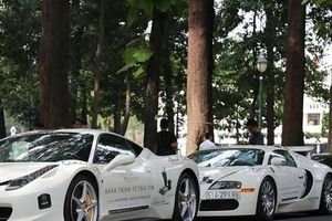 Đại gia Việt mang siêu xe trăm tỷ xếp hàng dài 'nổi bần bật' trên phố Sài Gòn