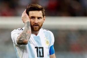 Messi khóc vì đá kém, mẹ của Messi quyết vì con 'giúp Argentina vô địch'