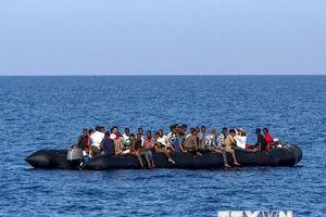 Hơn 600 người di cư được cứu ở ngoài khơi Tây Ban Nha