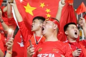 CĐV TQ ghen tị với màn trình diễn của Hàn, Nhật ở World Cup