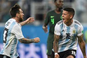 Quên Messi đi, hãy thưởng thức thứ bóng đá huyền diệu!