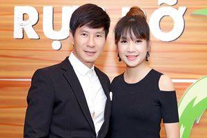 Vợ chồng Lý Hải - Minh Hà tình tứ đến chúc mừng đoàn phim 'Lộ mặt'