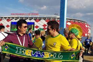 BLV Quang Huy đối thoại với CĐV Brazil sau trận thắng Serbia
