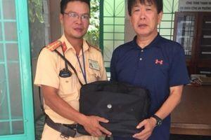 Đại úy CSGT Đà Nẵng trả lại 3 thẻ ngân hàng cho khách Nhật đánh rơi