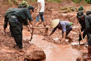 Hàng chục người bới biển bùn tìm 5 nạn nhân mất tích do lũ ở Lai Châu