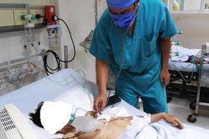 Trượt ngã trong nhà, nam thanh niên bị dao đâm thấu ngực