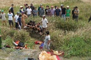Tạm giữ tài xế xe khách lật xuống ruộng, đè chết 2 chị em ruột