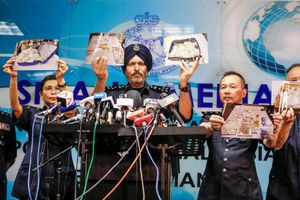 'Kho báu' khổng lồ được phát hiện từ nhà cựu Thủ tướng Malaysia
