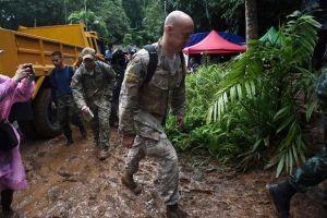 Quân nhân Hoa Kỳ cùng thợ lặn Anh tham gia giải cứu 13 người kẹt trong hang Tham Luang