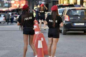 Đội nữ cảnh sát mặc quần ngắn quyến rũ ở Liban